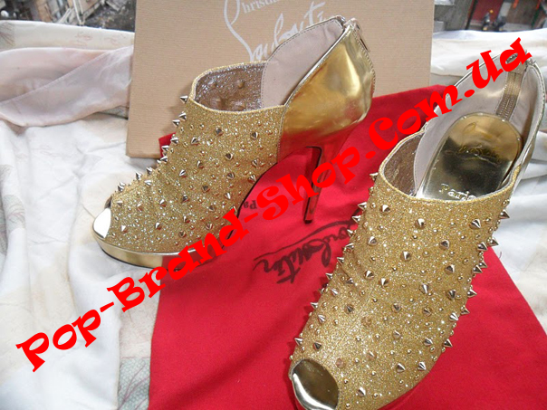 фото обуви.  Ботильоны Christian Louboutin золотая кожа, ткань и заклепки.